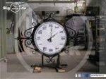 Фигурные часы с элементами ковки